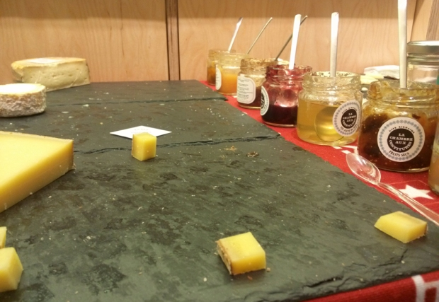 soiree-yelp-elite-lachambreauxconfitures-lille-plateaufromages-vide