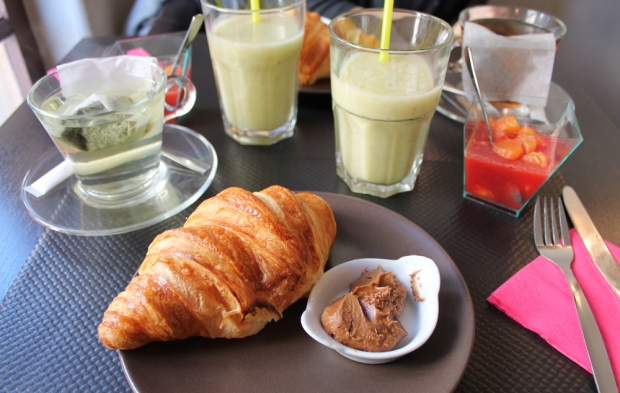 viennoiserie-salade-fruits-smoothie-pate-a-tartiner-effigie